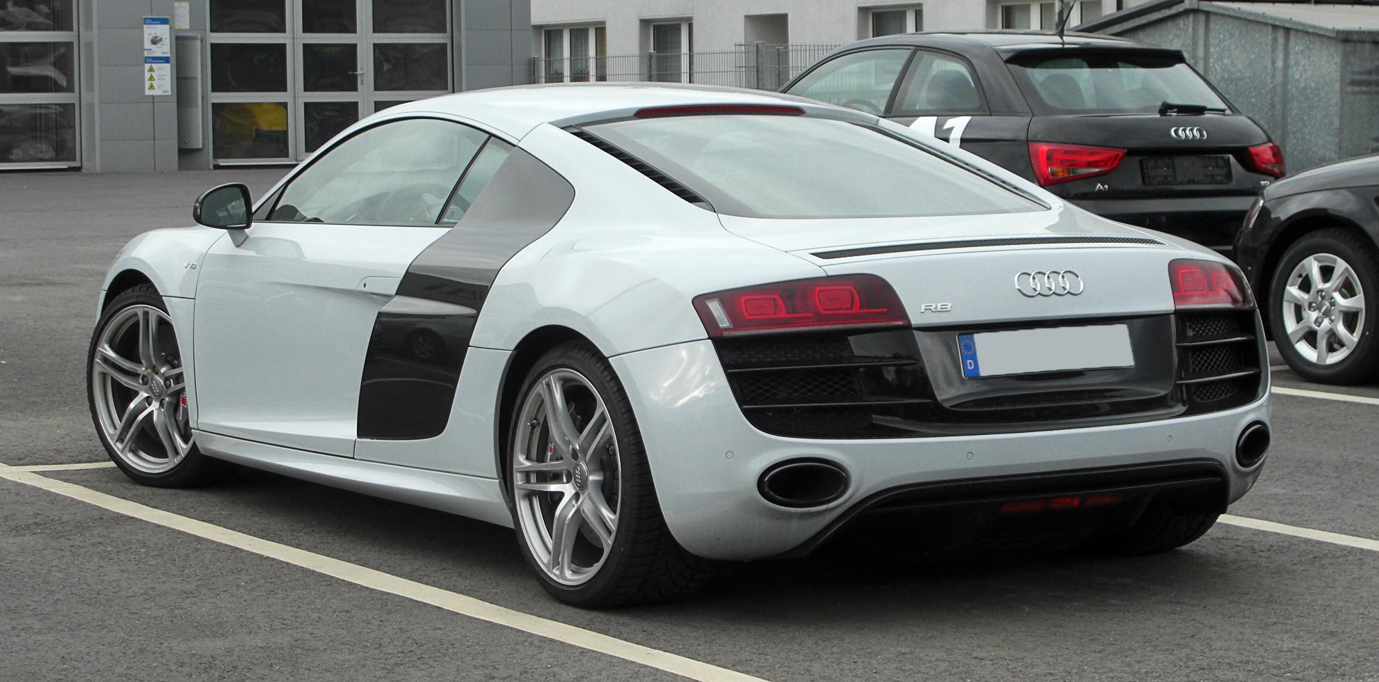 Audi_R8_V10_–_Heckansicht,_13._März_2011,_Wuppertal