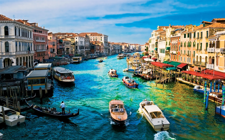 Venice-boat-house_1440x900